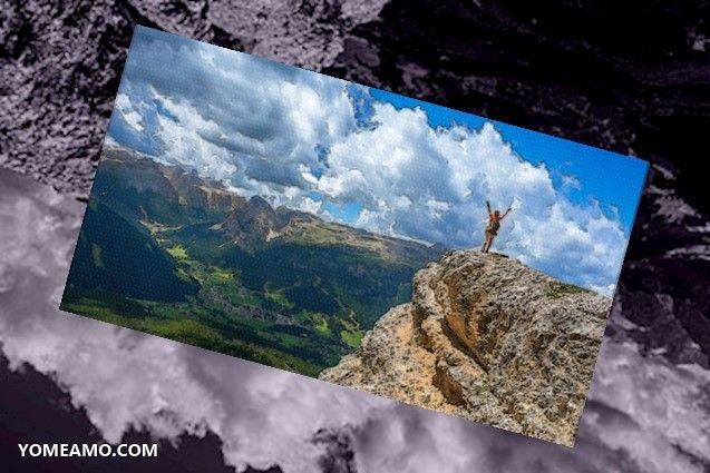 mujer alegre montaña