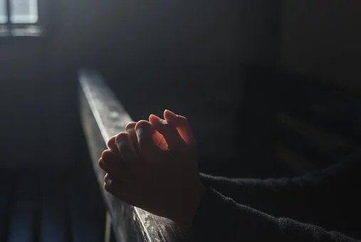 Oración San Pancracio para dinero encender una vela